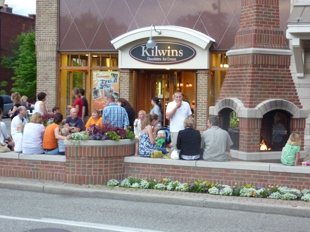 Exterior photo of The Kilwins Holland store front