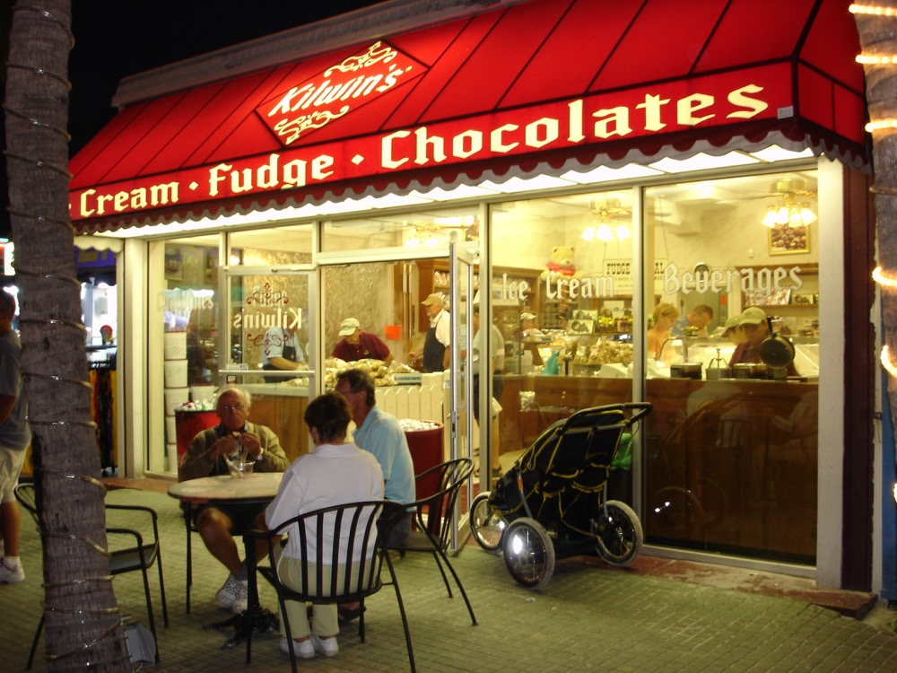 Photo of Kilwins Fort Myers Beach, FL Storefront at Night