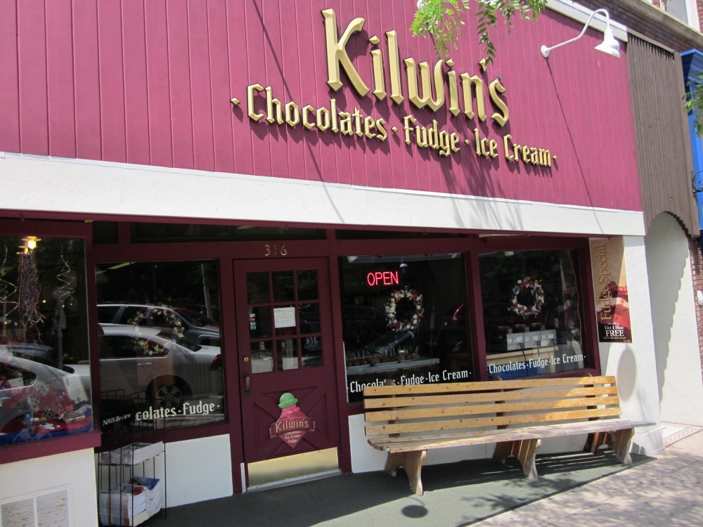 Picture of Kilwins Petoskey store front
