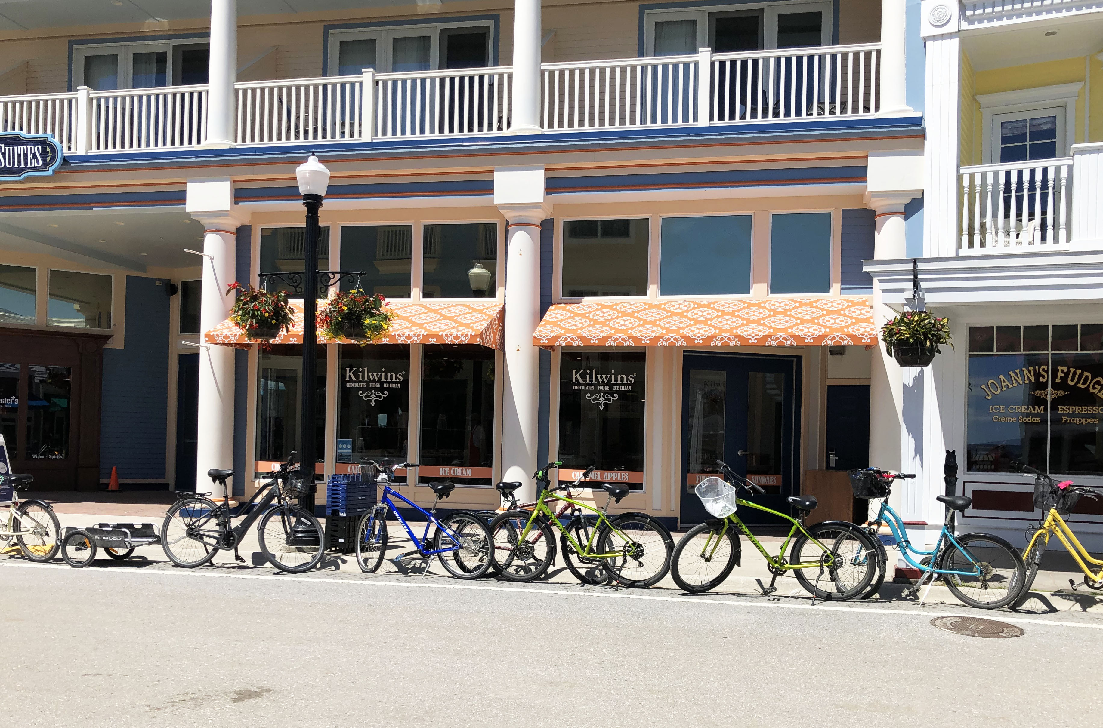 Exterior picture of the Mackinac Island store front