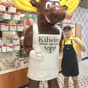 Picture of the Kilwins Moose with an employee
