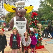 Picture of The Kilwins Moose with children outside of Kilwins