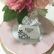 Photo of small Kilwins box on plate as wedding favor