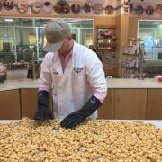 A picture of an employee making Caramel Corn
