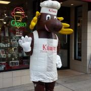 The Kilwins Moose outside of the store
